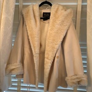 Cream winter coat brand new never worn but no tag